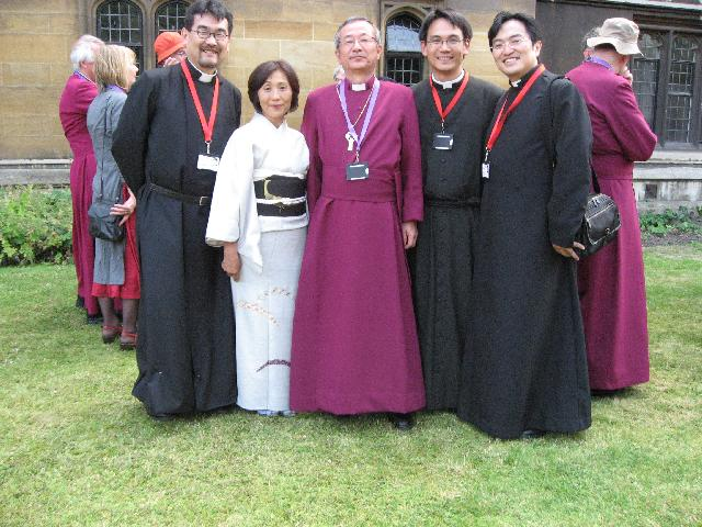 通訳の人たちと。 右より西原司祭、荒木執事、左は市原司祭。ランベス宮殿にて