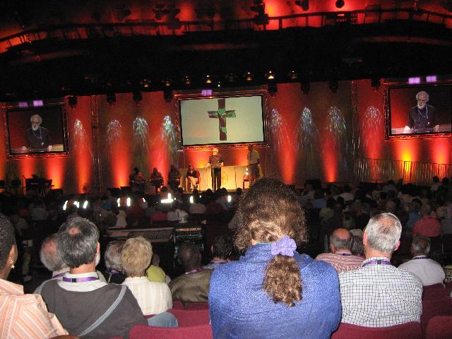 最後の全体集会で語るカンタベリー大主教